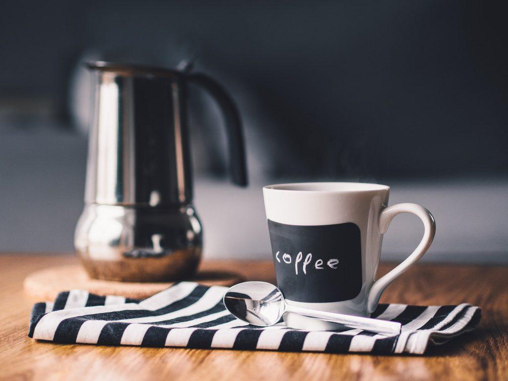 筋トレ前にブラックコーヒーでカフェイン摂取